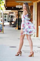 For more details on this outfit go to https://lookchicblog.com/2017/06/19/coldshoulderdress/
