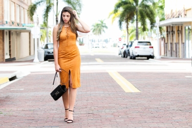 For details of this look go to https://lookchicblog.com/2017/10/11/suede-dress-trend-pay/