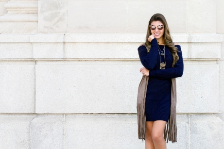 For details of this look go to https://lookchicblog.com/2017/10/18/sweater-dress-romwe/