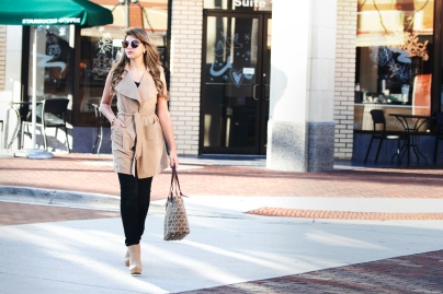 For details of this look go to https://lookchicblog.com/2017/11/11/tan-trench-coat-journey-five/